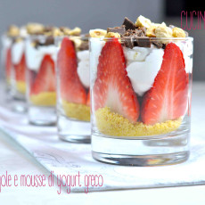 CRUMBLE FRAGOLE MOUSSE YOGURT