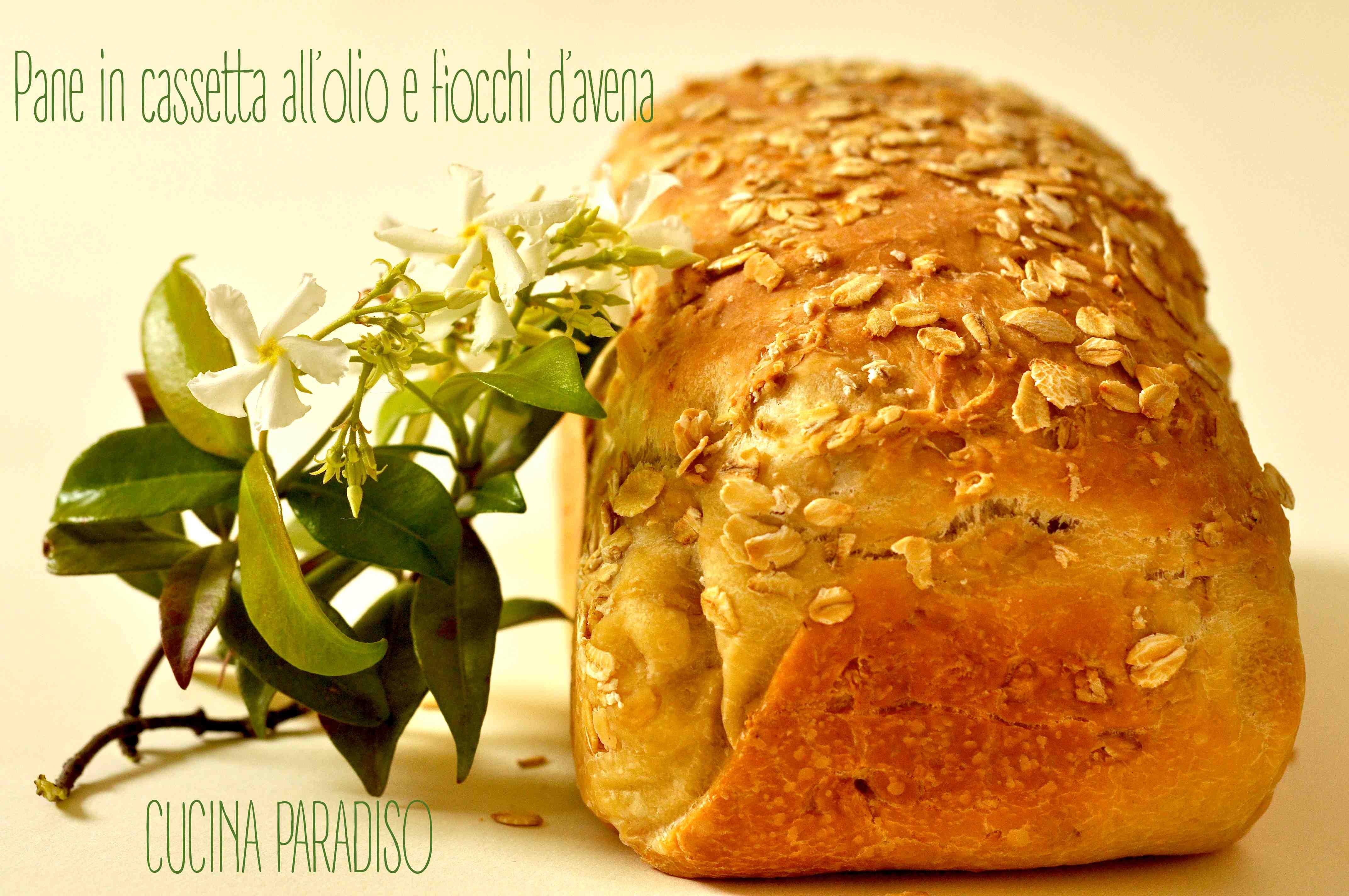Pane in cassetta all'olio e fiocchi d'avena
