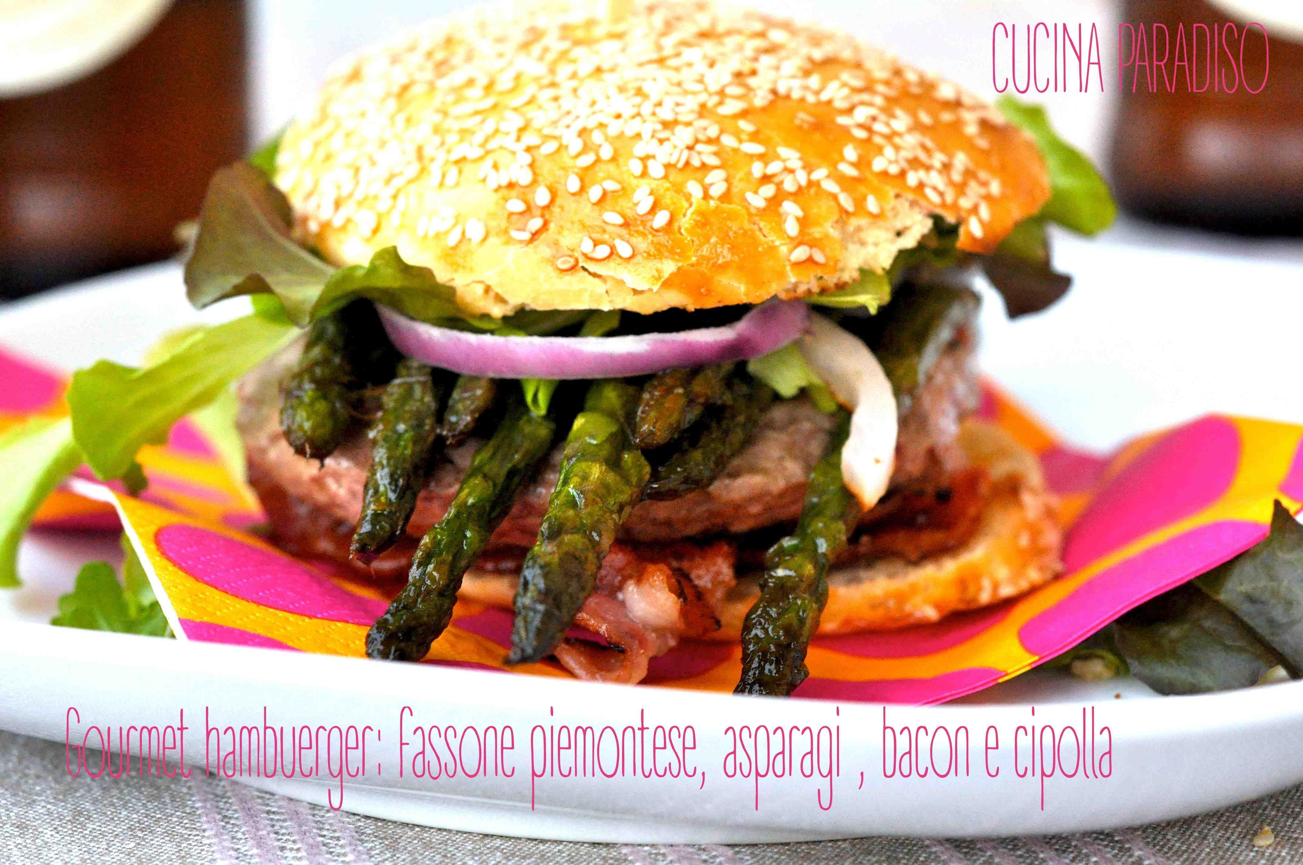 Gourmet hambuerger: fassone piemontese, asparagi , bacon e cipolla
