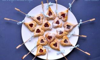Cuori di sfoglia e marmellata di fragole