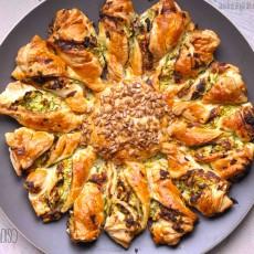 Girasole di sfoglia con zucchine, robiola e bacon