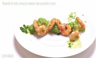 Mazzancolle al tè verde, con broccolo romanesco e salsa al prezzemolo e zenzero