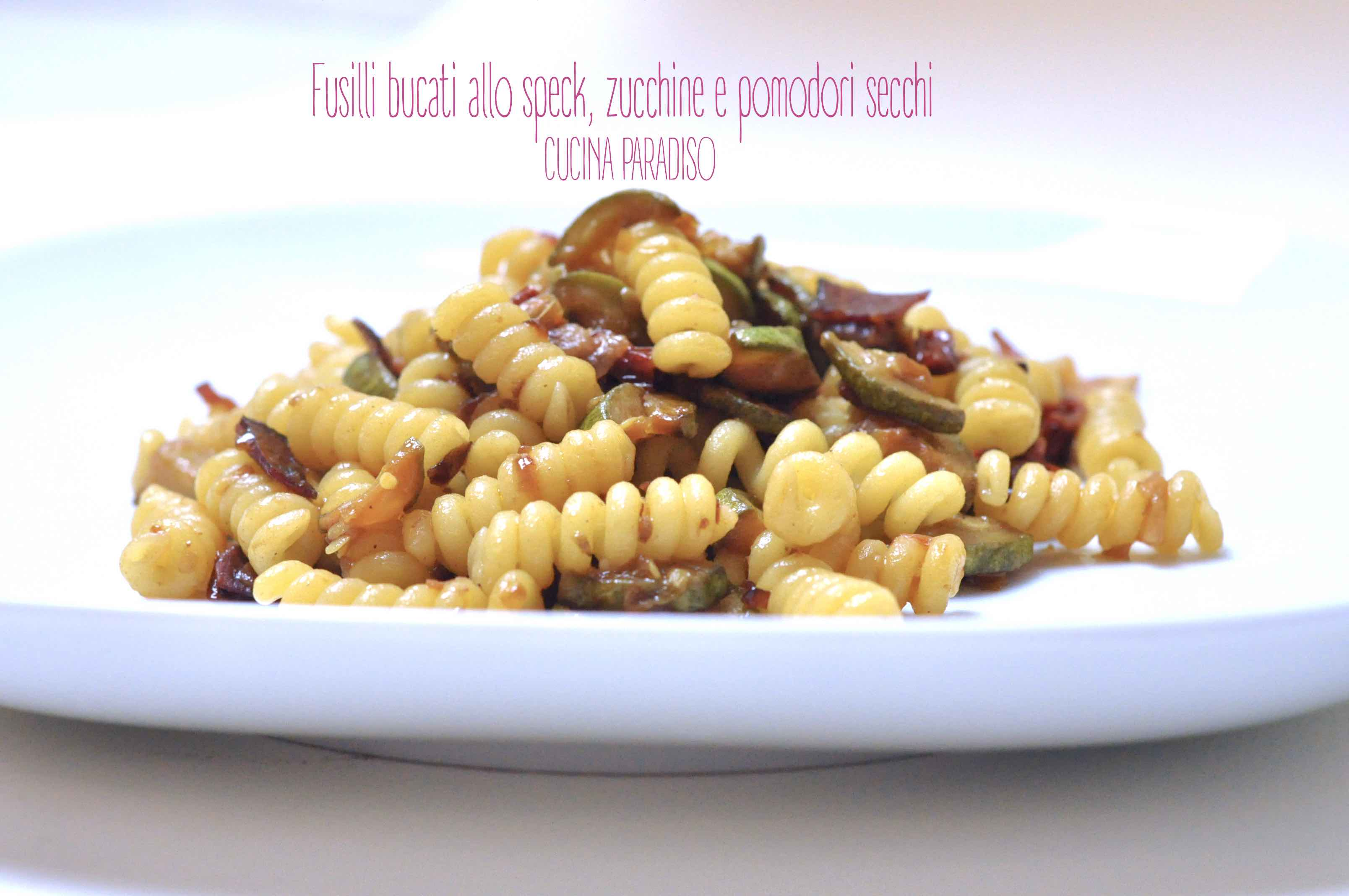 Fusilli bucati allo speck, zucchine e pomodori secchi