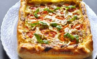 Sfoglia alla crema di pesto, pomodorini e pinoli