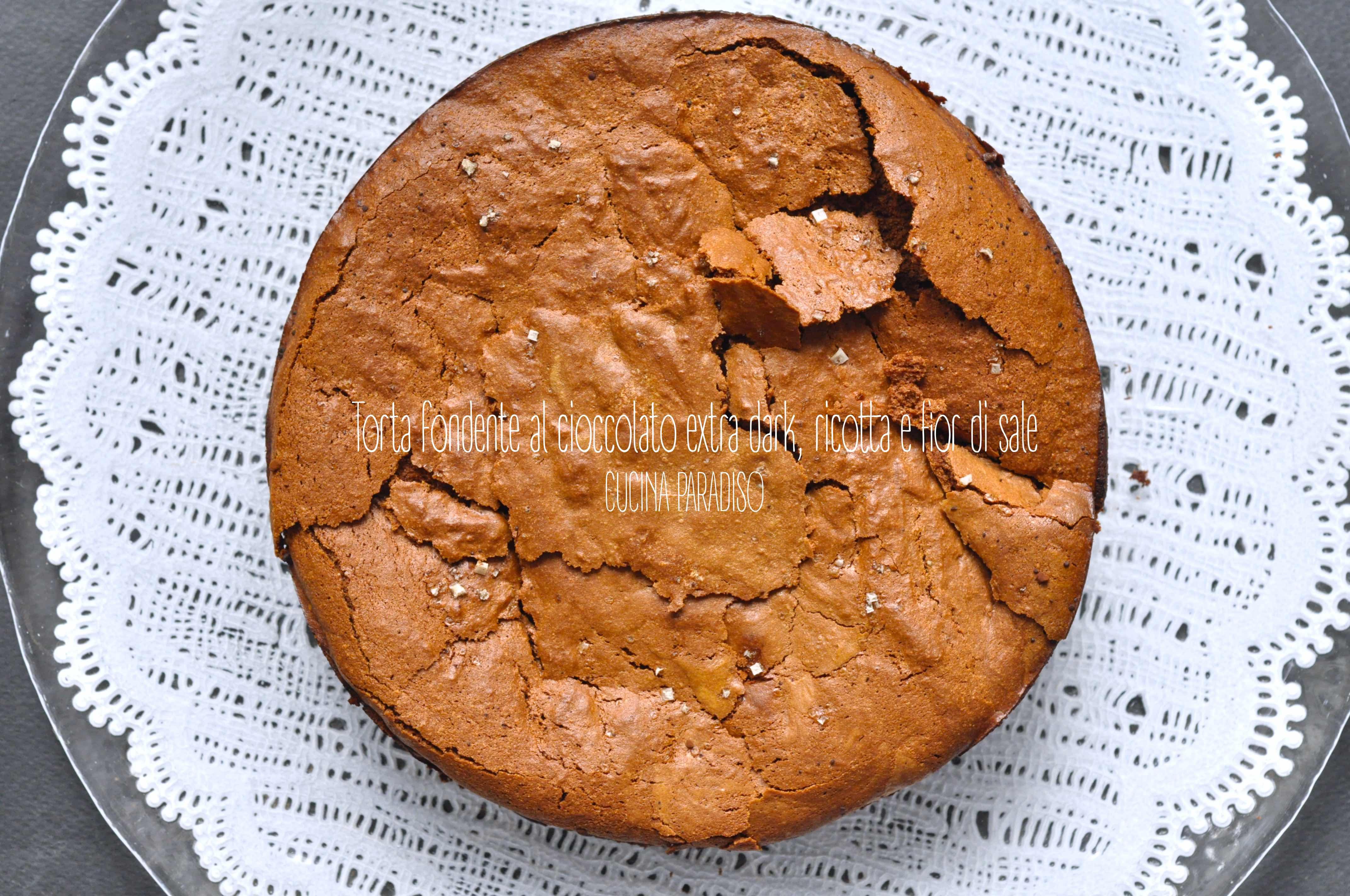 Torta fondente al cioccolato extra dark, ricotta e fior di sale
