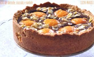 Crostata alle albicocche, cioccolato e mandorle