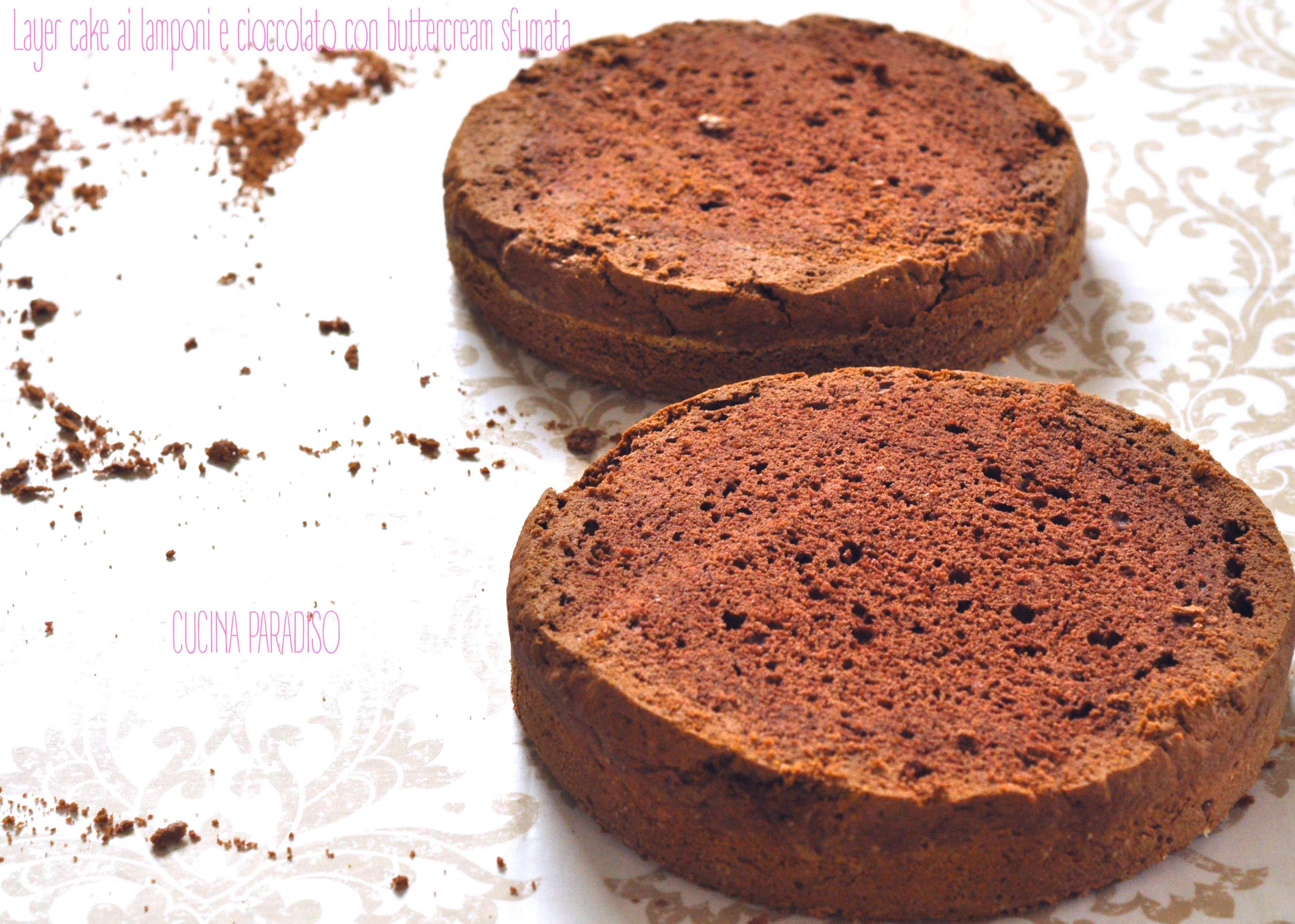 Layer cake ai lamponi e cioccolato con buttercream sfumata