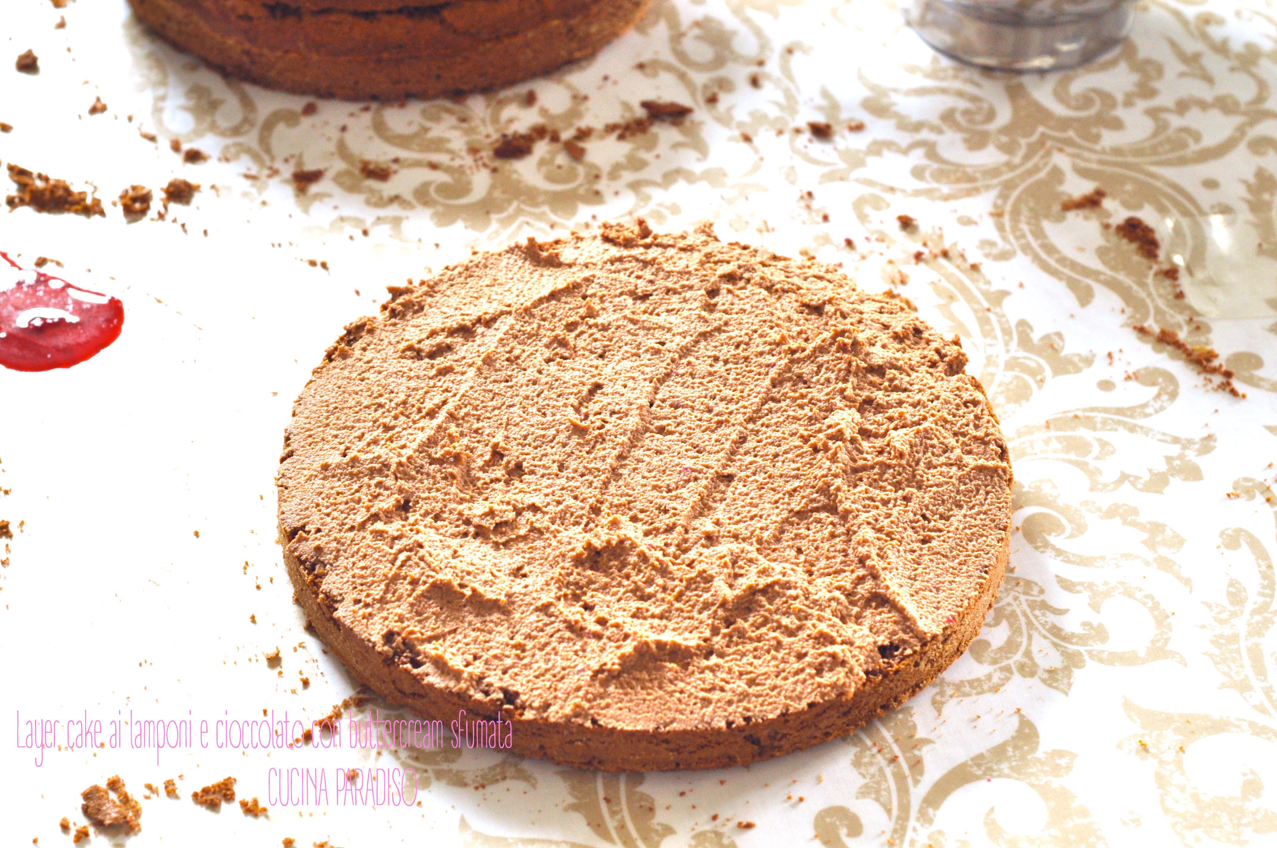 Layer cake ai lamponi e cioccolato con buttercream sfumata3