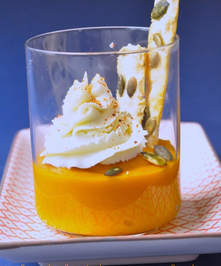 cappuccino-di-carote-al-curry-con-mousse-di-caprino