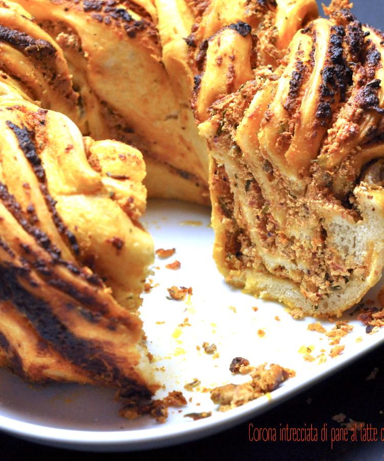corona-intrecciata-di-pane-al-latte-con-crema-di-feta-e-pomodori-secchi2