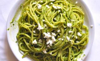 Spaghetti quadrati al pesto di spinacini, mandorle e feta2