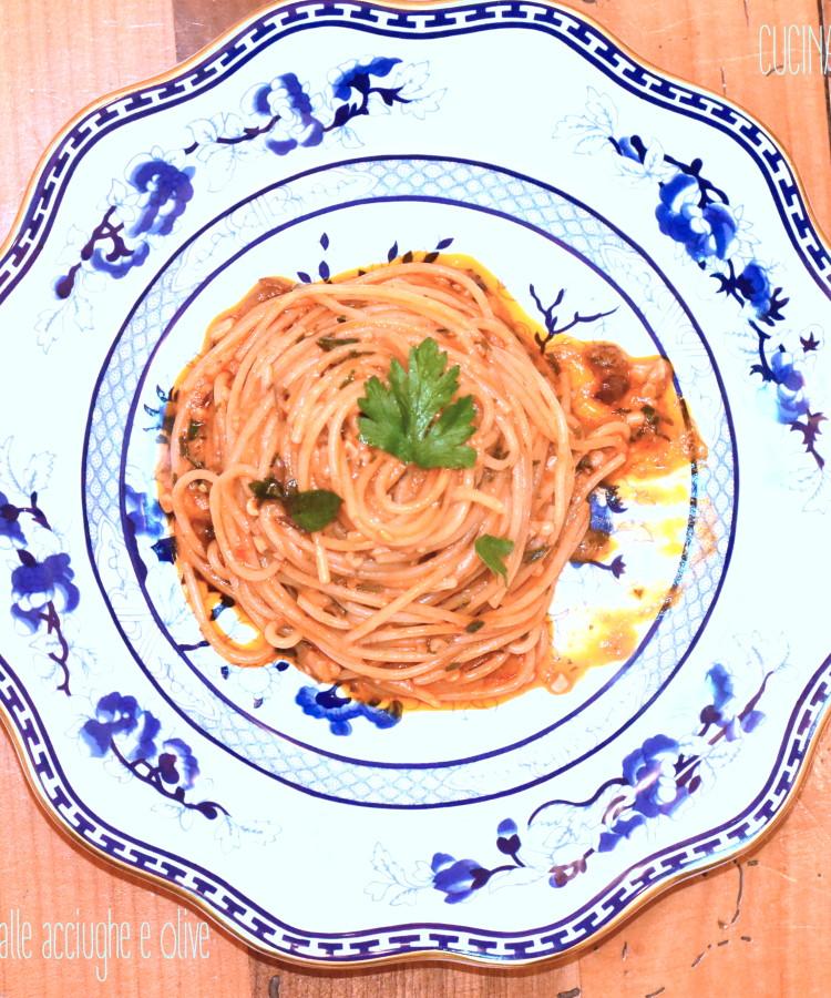 Spaghetti alle acciughe e olive2