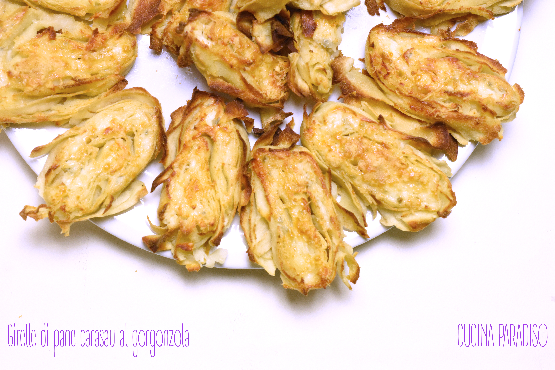 Girelle di pane carasau al gorgonzola