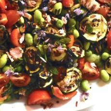 Insalata di quinoa e riso rosso al pesto di erbe